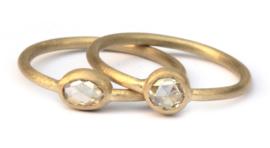 Ring met antieke ronde diamant