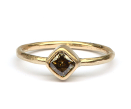 Verlovingsring met fancy brown carré diamant