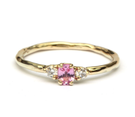 Ring met roze saffier en diamant