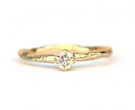 Tiny branch ring with diamonds