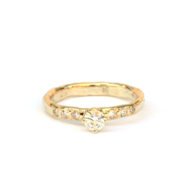Ring met moissanite