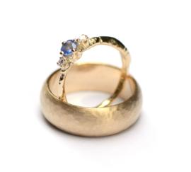 Trouwringenset met saffier en diamant