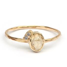 Ring met gele saffier en diamantjes