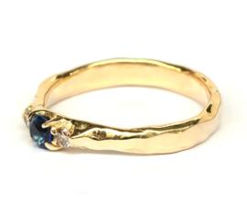 Robuuste klassieke ring met saffier en bruine diamant