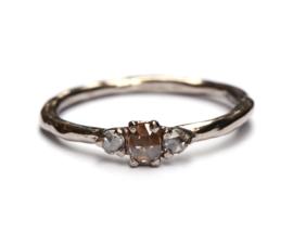 Witgouden ring met roosgeslepen diamanten