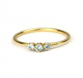 Fijne ring met ijsblauwe diamanten