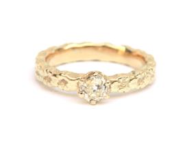 Ring met bolsjewiek diamant