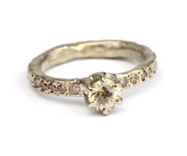 Witgouden ring met bruine diamant