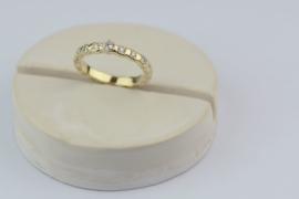 Ring van oud goud en gerecyclede diamanten