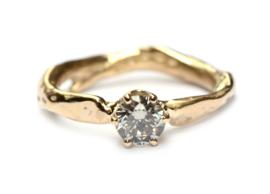 Verlovingsring met grijze diamant