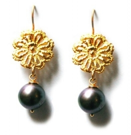 Earrings of gold lace flowers and pearls