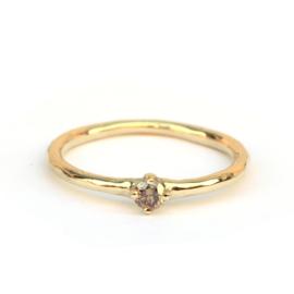Fijne elegante ring met chocolate brown diamant