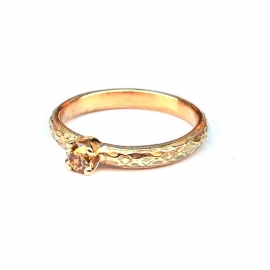 Verlovingsring met olijfgroene diamant