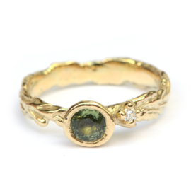 Forest ring met groene saffier en diamant