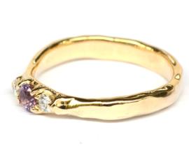 Robuuste ring met paarsroze toermalijn en witte diamanten