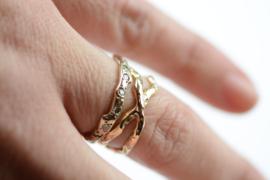 Gekruiste ring van champagnegoud