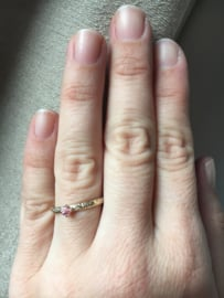 Verlovingsring met roze saffier