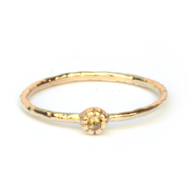 Fijne Naoki ring met olive green diamant