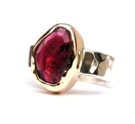 Ring met roze tourmalijn