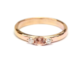 Ring van 14krt rosegoud met roze saffier en diamant