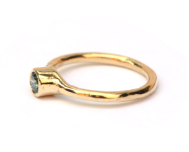Casual chique ring met treated green diamant