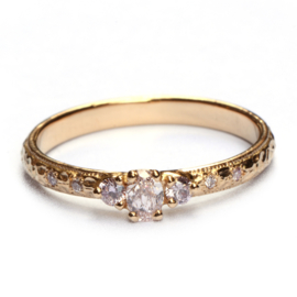 Ring met roze diamanten