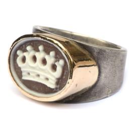 Zilveren ring met krooncamee