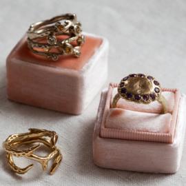 Ring met paarse saffieren