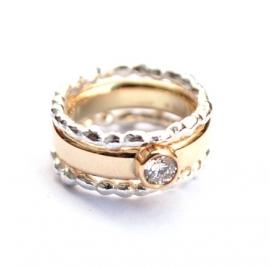 Ring met diamant en twee aanschuifringen