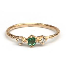 Ring met smaragd en diamant