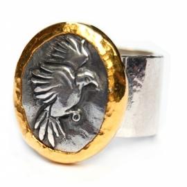 Ring met zilveren vogelcamee