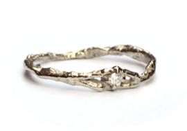 Witgouden fijne takjesring met diamant