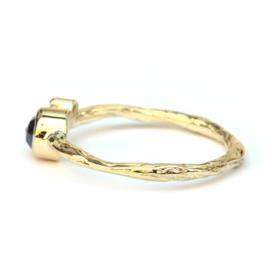 Fijne twig ring met donkere roosdiamant