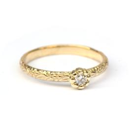 Geboortering met diamant in bloemzetting