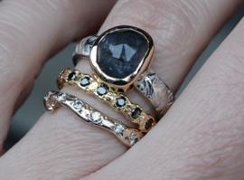 Ring met blauwgrijze saffier