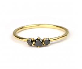 Ring met drie zwarte diamantjes