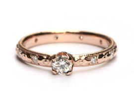 Rosegouden ring met diamanten