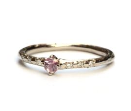 Witgouden ring met roze saffier