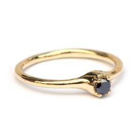 Polly ring met zwarte diamant