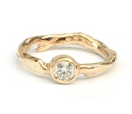 Koraalring met diamant