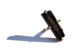Zilveren geoxideerde ring met blaadje