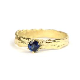 Ring met blauwe saffier