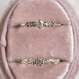 Witgouden ring met roze edelstenen en diamant