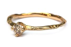 Fijne takjesring met light brown diamant