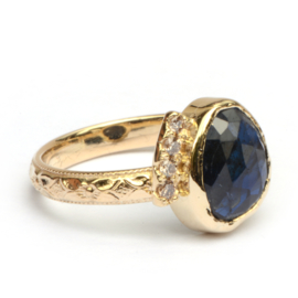 Ring met saffier en diamantjes