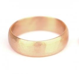Gematteerde bolle ring