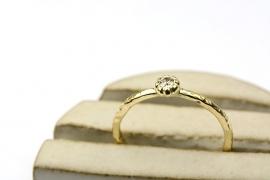 Ring met diamant in bloemzetting