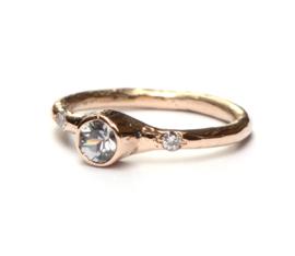 Elegante ring met grijze saffier en diamantjes