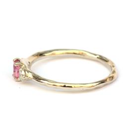 Witgouden ring met knalroze saffier en diamant