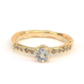 Unieke verlovingsring met saffier en diamanten